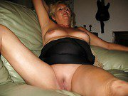 Mature milf loves to show her bare wet pussy