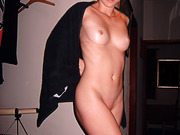 Amateur babe naked after taking a shower nice shaved pussy